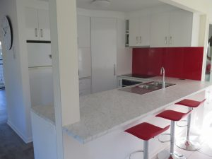 small kitchen renovation, metaline splashback, carrara bianco Laminex top, Corowa