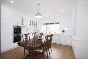 Colonial kitchen, kitchen renovation, integrated fridge, decosplash